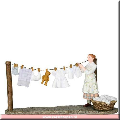 602.582-patricia hangs out the washing