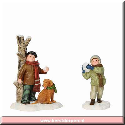 603019-antoine and max having snowfight set of 2